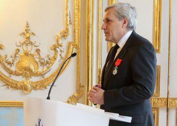 El exdirector de 'Le Monde', condecorado con la Legión de Honor