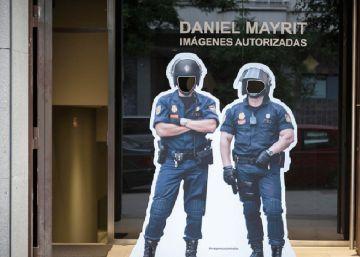 La exposición 'Imágenes autorizadas' revela la cara oculta de la 'ley mordaza'