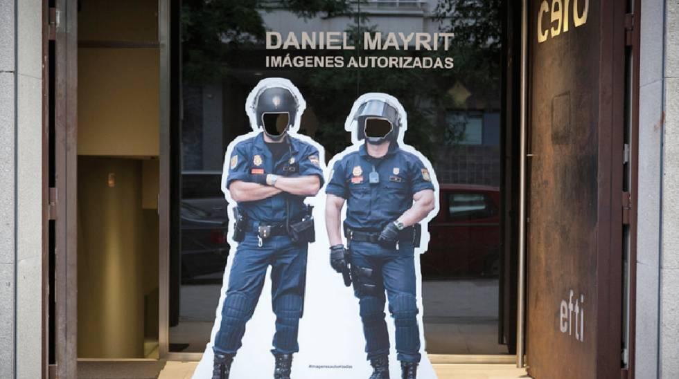 Entrada a la exposición del artista Daniel Mayrit 'Imágenes autorizadas', en la galería Cero (Madrid).