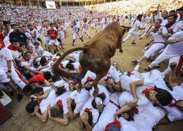 Tercer encierro: un toro rezagado provoca el pánico