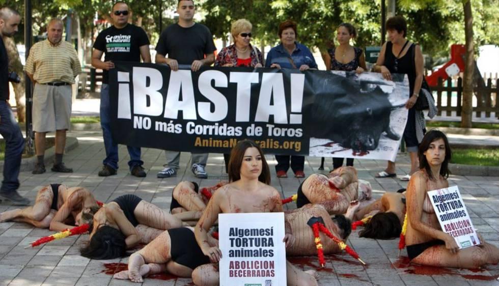 Protesta contra las corridas de toros en Algemesí (Valencia), en 2009.