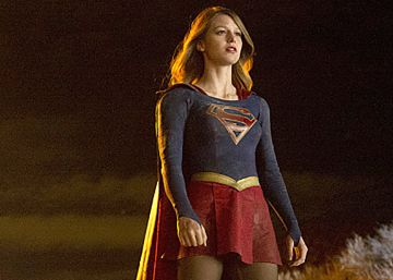 'Supergirl' echa a volar con una sonrisa