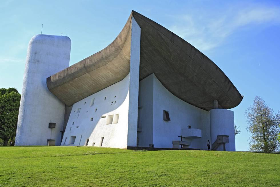 La iglesia de Ronchamp (Francia), de 1955, erigida por Le Corbusier.