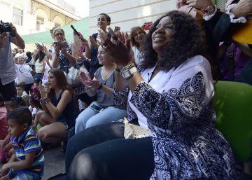 """Gloria Gaynor en el colegio de Valencia: """"Nunca me honraron así"""""""