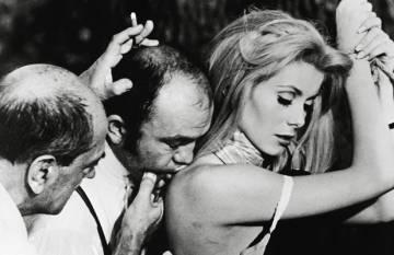 Rodaje de Belle de jour. Buñuel dirige a Catherine Deneuve.