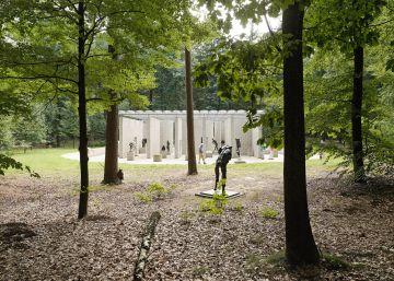 Los ciervos pasean por la casa privada de Van Gogh