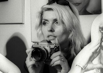Una exposición celebra a Debbie Harry, la estrella de Blondie