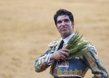 Enrique Ponce y Cayetano cortan una oreja cada uno en la feria de Málaga