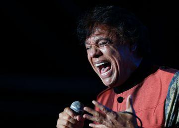 Juan Gabriel, durane un concierto en Lima, Perú, en 2014.