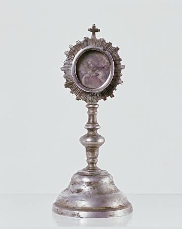Relicario de San Juan Bautista de plata, siglo XIX, procedente del monasterio de Sijena.