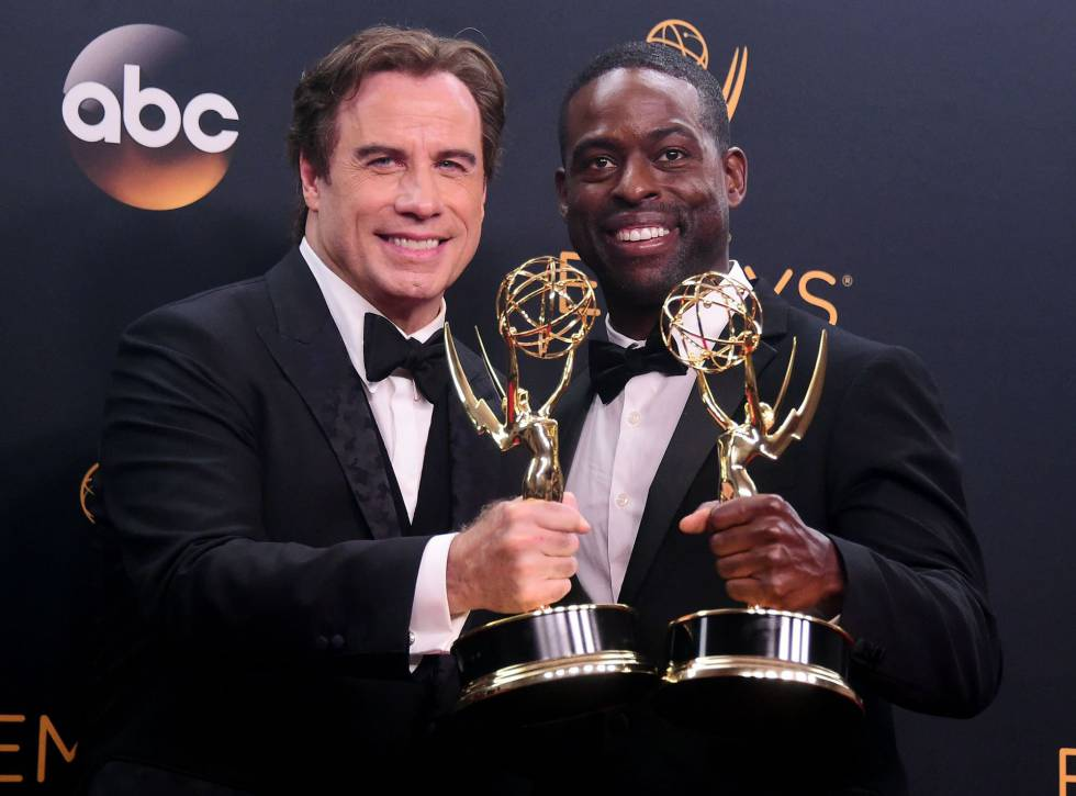John Travolta y Sterling K. Brown