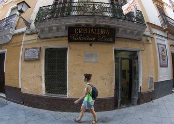 Firmas para proteger la casa natal de Luis Cernuda en Sevilla