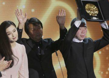 Una crítica china a la burocracia se alza con la Concha de Oro