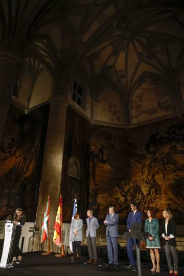 La actriz Ángela Molina (izquierda) recibe el premio Nacional de Cinematografía el pasado 17 de septiembre.