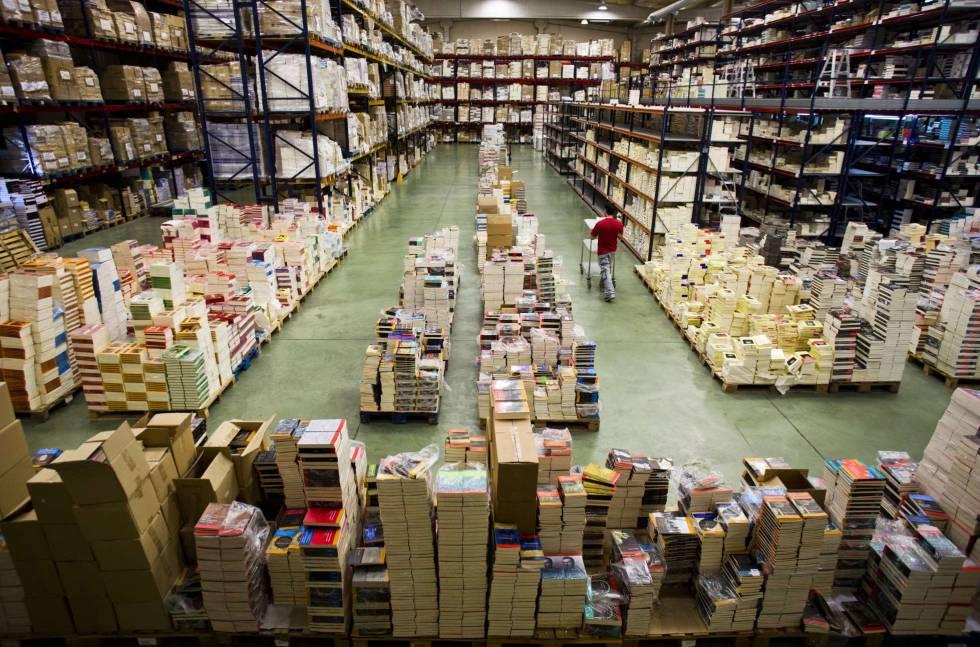 Almacén de Machado Sistribuidora en Boadilla, Madrid, donde se almacenan entre cienco y seis millones de libros.