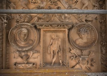 What mysteries lie behind Salamanca university's famous façade?