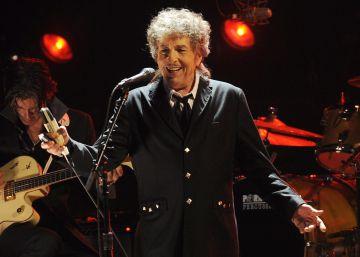 """Bob Dylan es """"descortés y arrogante"""", según un miembro de la Academia de los Nobel"""