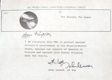 Sale a la luz una carta perdida de John Lennon para la reina Isabel II