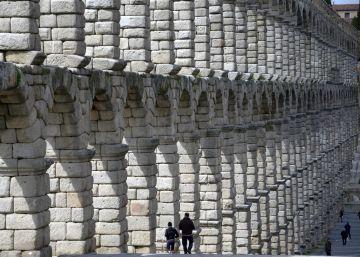 El hallazgo de un sestercio cambia la edad del acueducto de Segovia