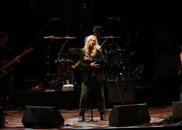 Patti Smith habría preferido el Nobel para Murakami y otro premio para Dylan