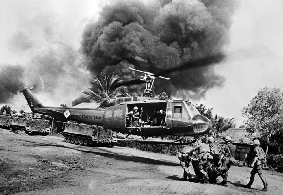 Evacuación de un estadounidense herido en la guerra de Vietnam.