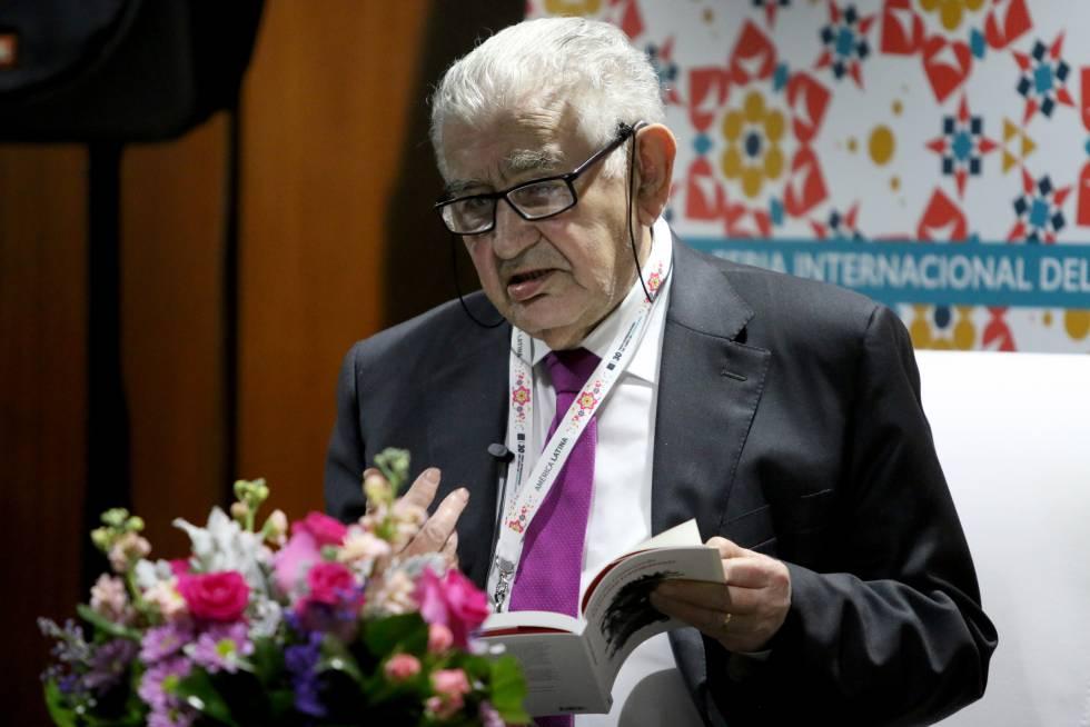 Antonio Gamoneda, en el Salón de Poesía de la FIL.