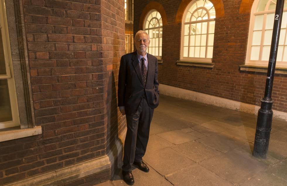 Eduardo Mendoza, en Londres, tras recibir el premio Cervantes.