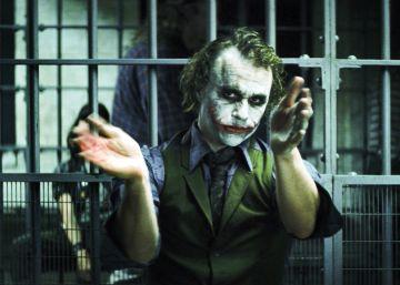 Un monumental Joker eclipsa a Batman, en 'El caballero oscuro'