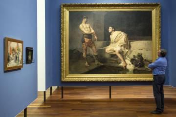 Un empleado del museo observa »Gladiadores», obra de José Moreno Carbonero.