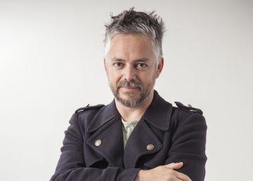 El escritor chileno Jorge Baradit.