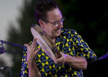 Eliseo Parra arranca a cantar con Las Piojas