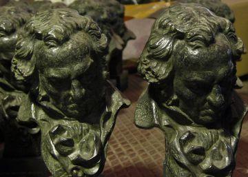 Los Bajo Ulloa tratan de vender su premio Goya en una tienda de segunda mano