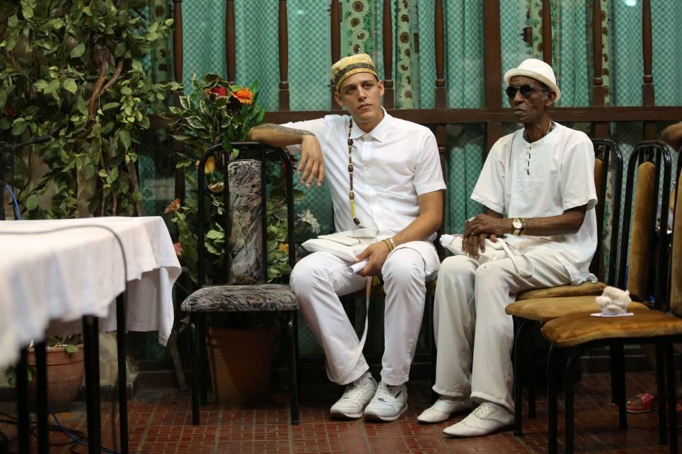Devotos de la religión yoruba en La Habana, este martes.