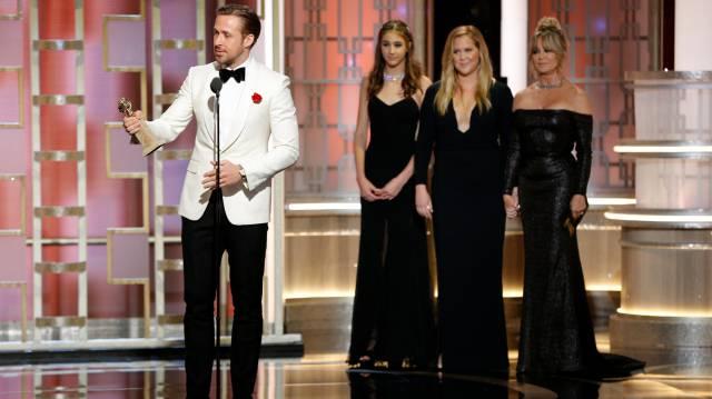 Ryan Gosling recibe el premio al mejor actor de comedia o musical.