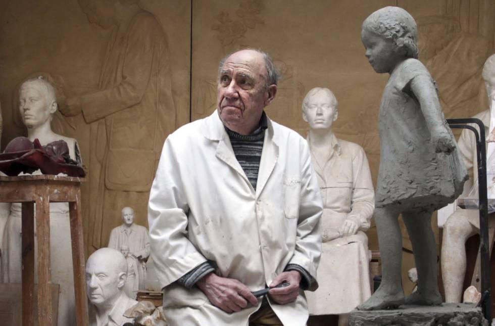 El artista Francisco López Hernández, en su estudio de Madrid, en enero de 2016.