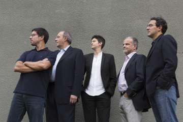 De izquierda a derecha: Renato Cisneros, Héctor Aguilar Camín, Rita Indiana, Carlos Franz y Juan Gabriel Vásquez, retratados en Lima en 2016.
