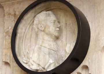 Por qué hay que retirar el medallón de Franco de Salamanca