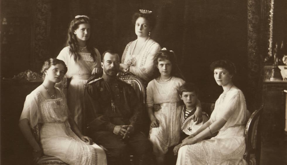 El zar Nicolás II con familia en 1914.