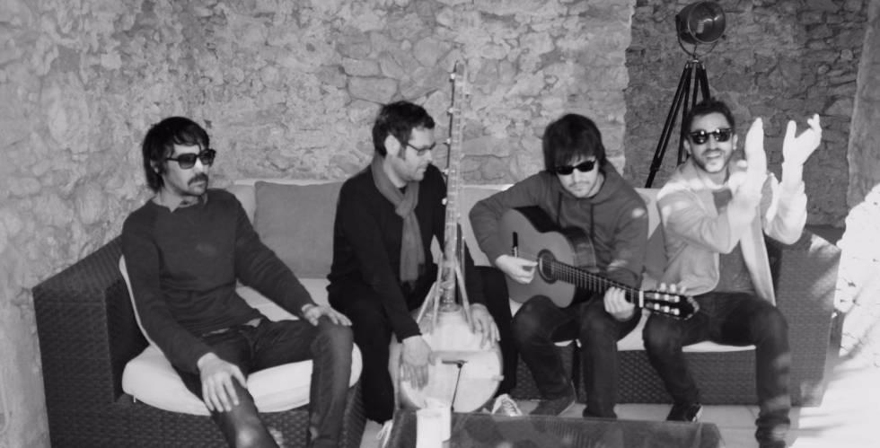 Los integrantes del grupo Lori Meyers durante la grabación de 'En la espiral' en La Casamurada, de Tarragona.