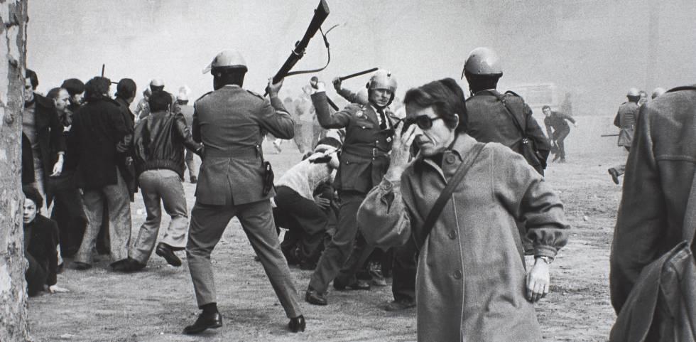 (Badalona, 1949) Manifestaciones del 1 de febrero de 1976 en Barcelona. Convocatoria por la «libertad, amnistía, estatuto de autonomía». rn