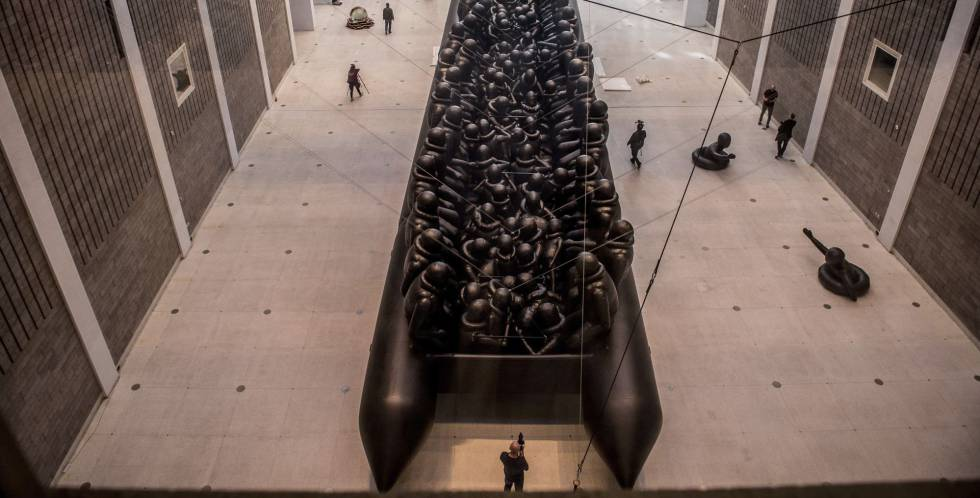 Instalación hinchable de 70 metros 'Law of Journey', de Ai Weiwei
