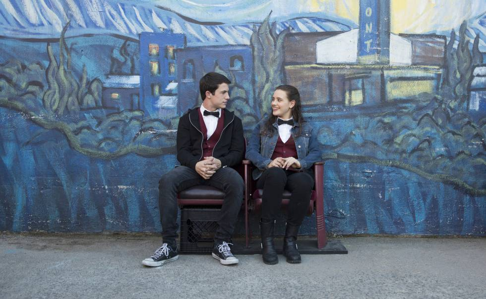 "Dylan Minnette e Katherine Lengford, protagonistas de ""13 Reasons Why""."
