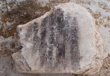 Jeroglíficos descubiertos en la pirámide.