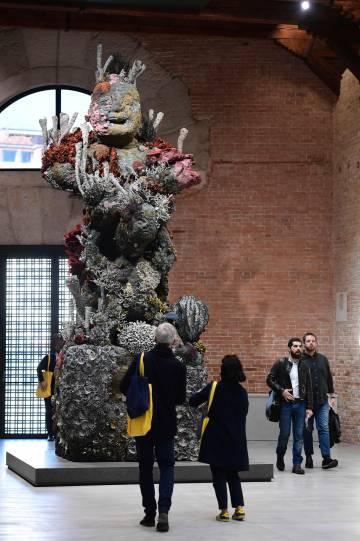 Escultura de bronce de la exposición de Damien Hirst en Venecia (Italia).