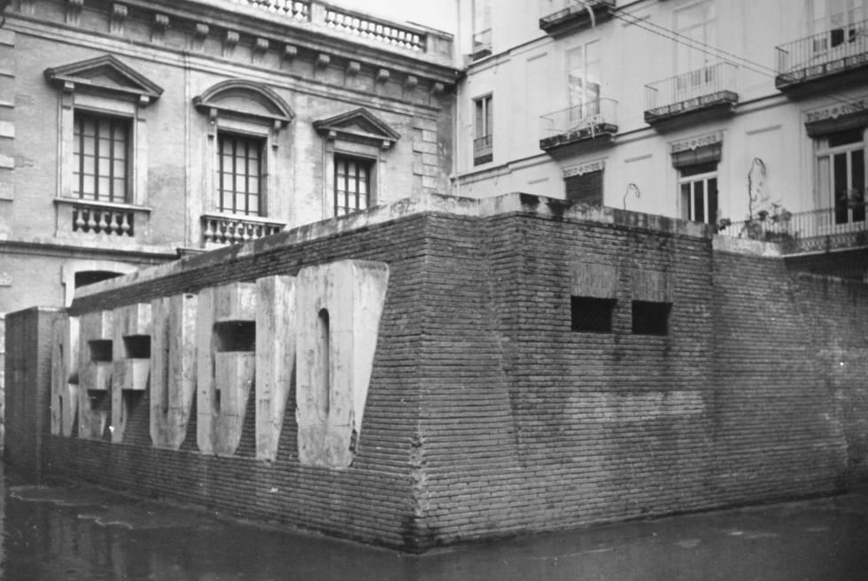 Refugio antiáreo levantado en la plaza del Patriarca de Valencia.