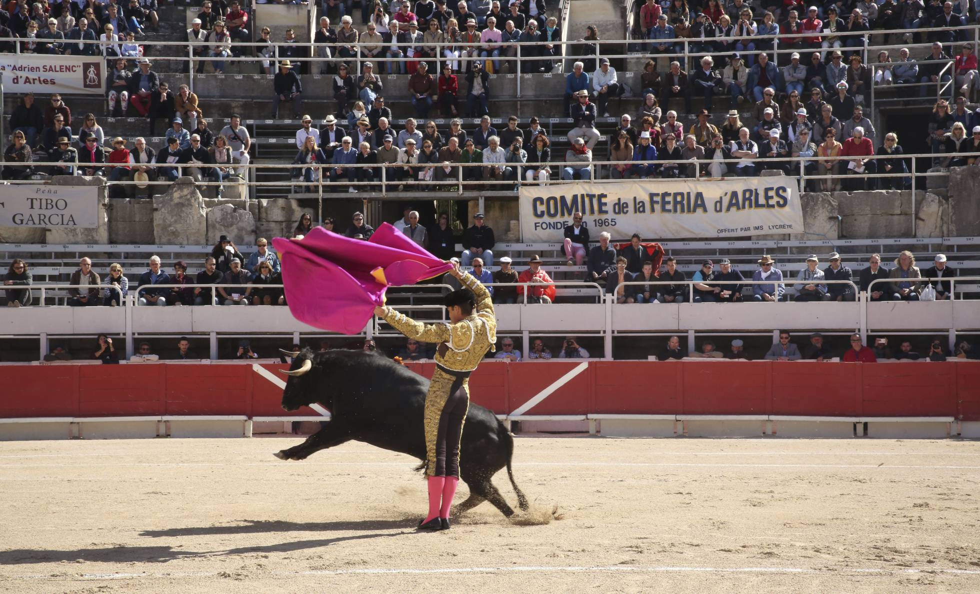 Corrida de toros en el anfiteatro de Arles.