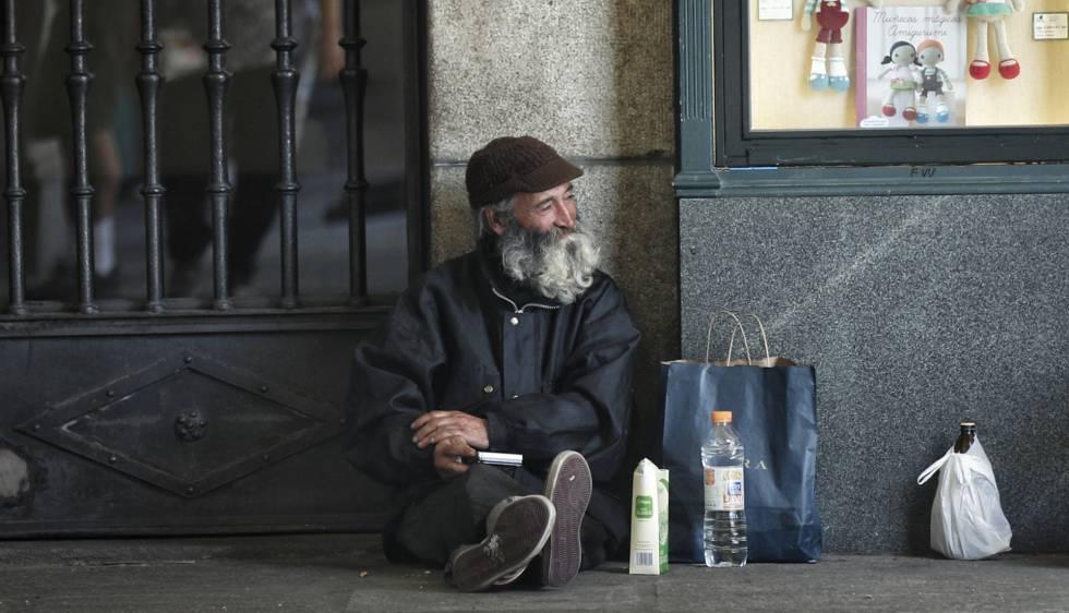 Un indigente en los alrededores de la Plaza Mayor de Madrid.