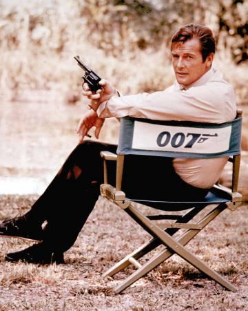 Roger Moore, en la piel de James Bond, en un rodaje en 1972 en Inglaterra.