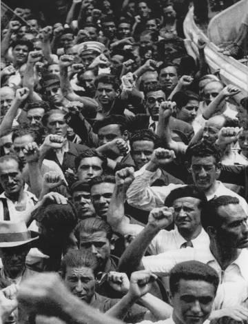 Exiliados españoles, que viajaban en el barco Sinaia, a su llegada a Veracruz (México), el 13 de junio de 1939.