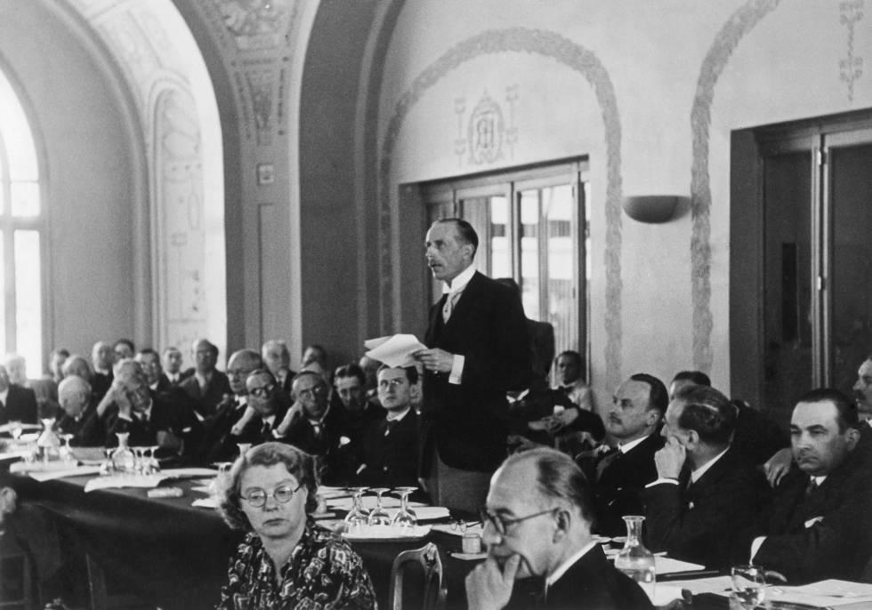 El representante británico Lord Winterton durante su intervención en la Conferencia de Evián, en 1938.